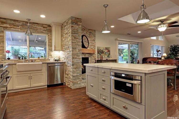 Fair Oaks Home With Breathtaking Kitchen