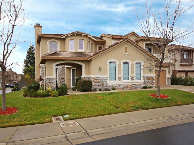 2416 L Street, Sacramento, CA 95816