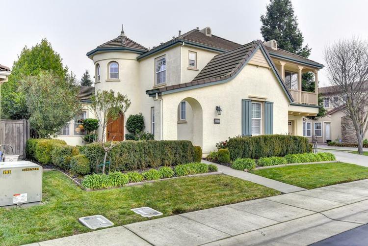 2705 F Street, Sacramento, CA 95816